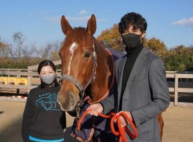 【掲載】引退競走馬の命を救え!! トップ騎手と一流調教師も支援する男の取り組みとは?